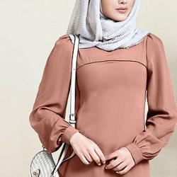 Israa lance sa ligne d'abayas